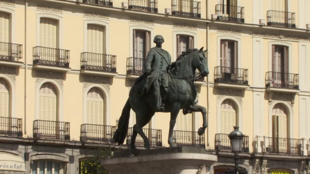 ms zo statue of king carlos iii in puerto de sol/ madrid, spain - 17th century style stock videos & royalty-free footage