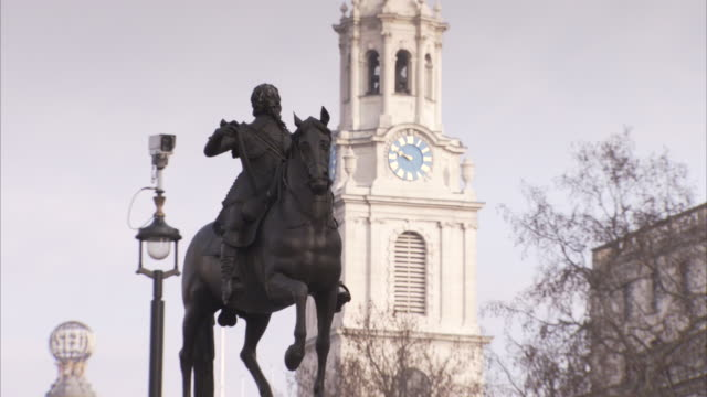 a statue of king charles i resides on trafalgar square. - statue stock videos & royalty-free footage