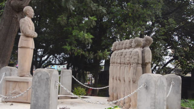 ms statue of king haile sellasie stone students / addis ababa, ethiopia - アジスアベバ点の映像素材/bロール