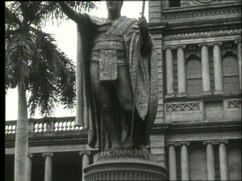 b/w statue of king kamehameha / 1919 honolulu / no sound - male likeness stock videos & royalty-free footage