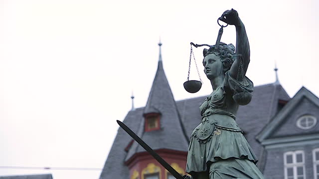 statue of lady justice in front of römerberg square / frankfurt, germany - rathaus stock videos & royalty-free footage