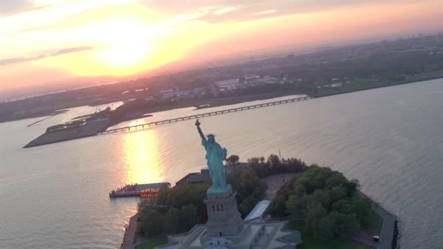 vidéos et rushes de statue de la liberté, new york city - statue de la liberté