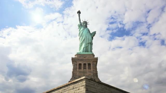 vidéos et rushes de t/l ls statue of liberty / new york, new york, usa - port de new york