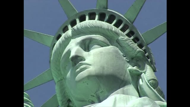 vídeos y material grabado en eventos de stock de statue of liberty reopens on sunday despite the federal shutdown after states agreed to fund them temporarily officials said clean statue of liberty... - ceremonia de reapertura