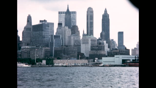 statue of liberty, the lower manhattan waterfront, and the brooklyn bridge taken from on board a boat. - statue of liberty new york city stock videos & royalty-free footage