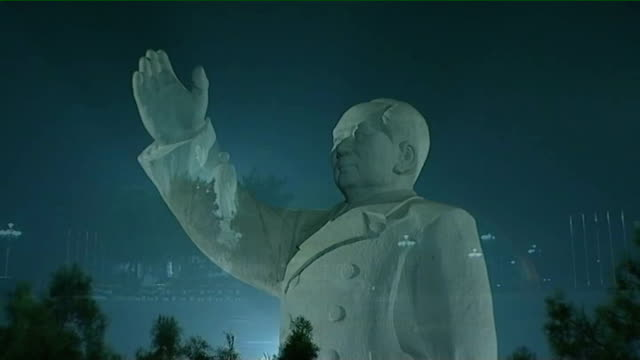 statue of mao tse tung with choir singing overlaid sot moon in sky as turns into sun with chinese flag beside - singing contest stock videos and b-roll footage