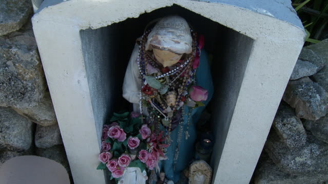 statue of mary wrapped in rosaries - effigy stock videos & royalty-free footage