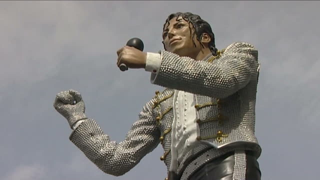 Statue of Michael Jackson unveiled outside Craven Cottage