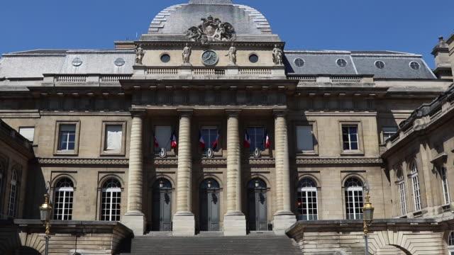 vídeos y material grabado en eventos de stock de statue of pierre de ronsard - palacio de la justicia