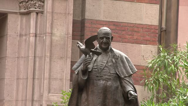 statue of pope john xxiii at st. anthony of padua basilica in istanbul - pope john xxiii stock videos & royalty-free footage