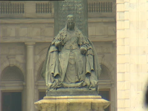 statue of queen victoria outside victoria memorial hall - victoria memorial kolkata stock videos and b-roll footage