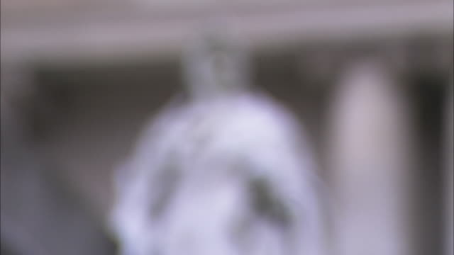 statue of queen victoria, pull focus, northern ireland - royalty stock videos and b-roll footage