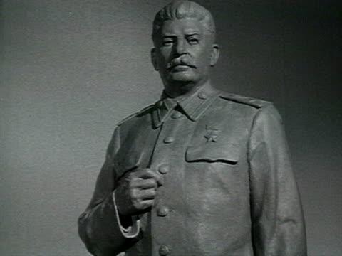 statue of staline audio / moscow, russia - anno 1952 video stock e b–roll