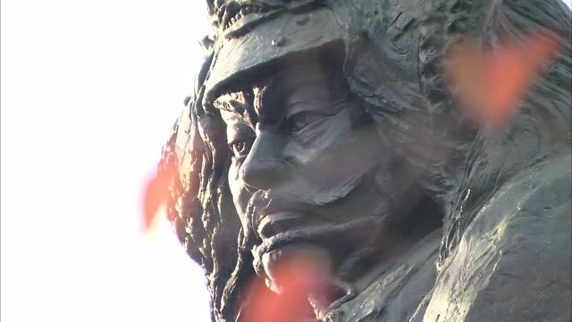 statue of takeda shingen, feudal warlord in sengoku period, japan - samurai stock videos & royalty-free footage