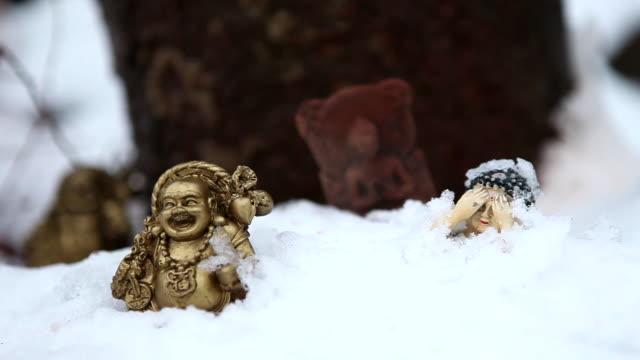 vídeos de stock e filmes b-roll de statue of the buddha at snowfield in jeondeungsa(biggest temple in the ganghwado island) temple at ganghwado - figura masculina