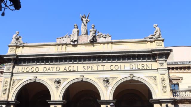 statue of the facade arena del sole theater - ペディメント点の映像素材/bロール