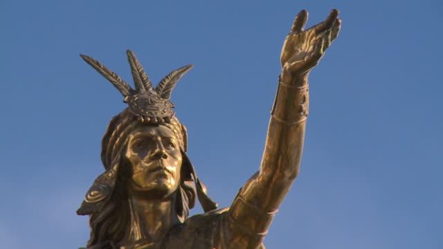 statue of the inca emperor, plaza de armas, cusco - tradition stock videos & royalty-free footage