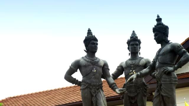 3 つの王の記念碑のチェンマイ、タイの像。 - 夏休み点の映像素材/bロール