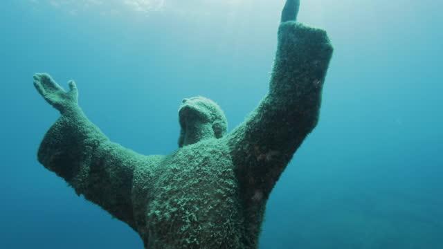 statue of underwater christ (cristo degli abissi), near portofino - sculpture stock videos & royalty-free footage