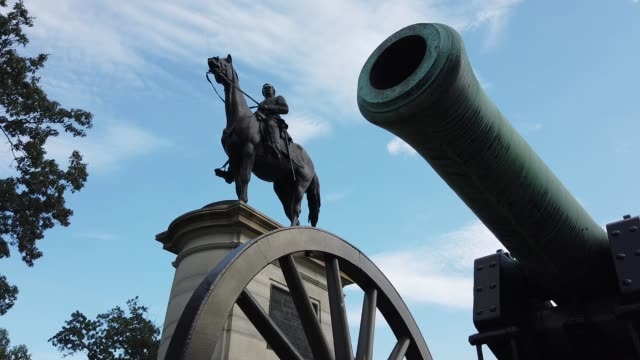 stockvideo's en b-roll-footage met statue of union major general henry warner slocum stands on stevens knoll at the gettysburg national military park on august 11, 2020 in gettysburg,... - gettysburg