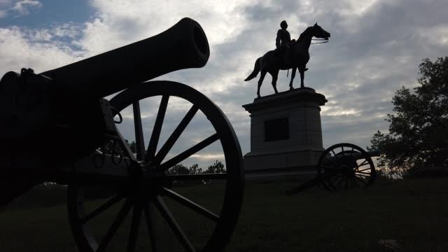 stockvideo's en b-roll-footage met statue of union major general henry warner slocum stands on stevens knoll at the gettysburg national military park on august 11, 2020 in gettysburg,... - gettysburg