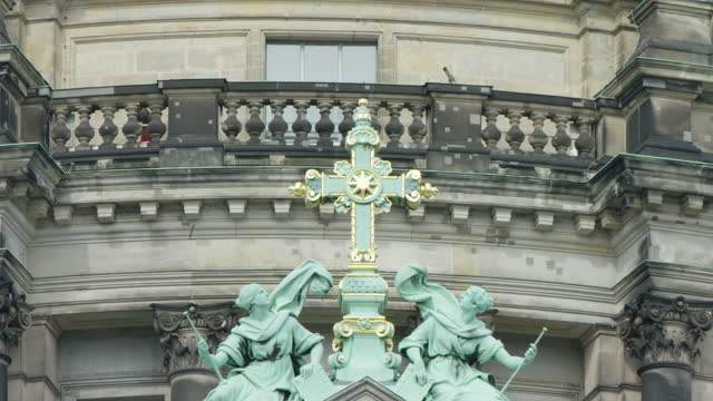statue on facade / berlin, germany - wall building feature stock videos & royalty-free footage