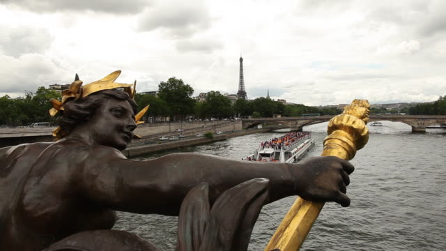 ms statue on pont alexandre iii with eiffel tower in distance / paris, france - alloro video stock e b–roll