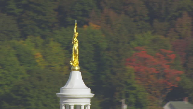 ws ds aerial pov statue on top of maine state house/ augusta, maine, united states - augusta maine stock videos & royalty-free footage