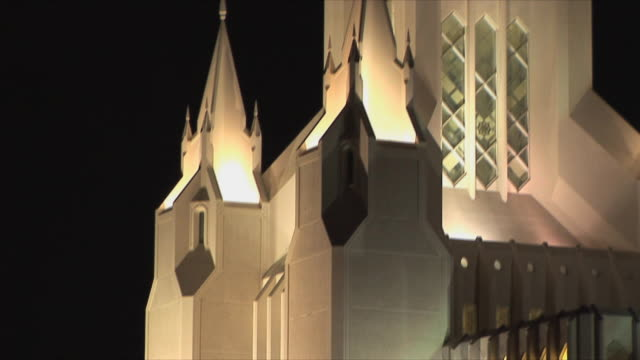 cu tu statue on top of tower of jesus christ of latter-day saints church at night, san diego, california, usa - mormonism stock videos & royalty-free footage