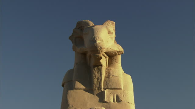 ws zo statues at karnak / thebes, luxor, egypt - temples of karnak stock videos and b-roll footage
