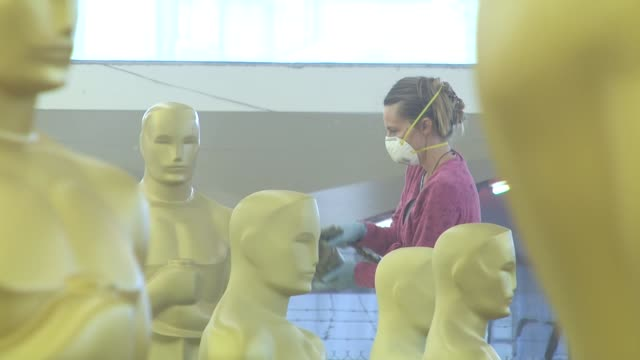 statues being painted for the academy of motion picture arts and sciences' oscar statue paint day at the academy of motion picture arts and sciences'... - academy of motion picture arts and sciences 個影片檔及 b 捲影像