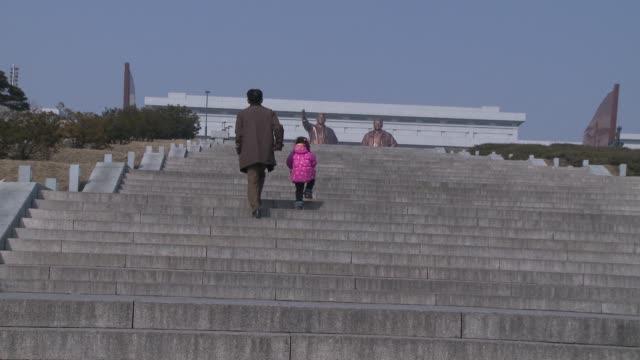 statues in pyongyang north korea - pyongyang stock videos and b-roll footage