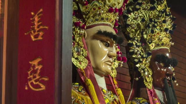 vídeos de stock e filmes b-roll de statues in taiwan temple, taipei, taiwan - cor creme