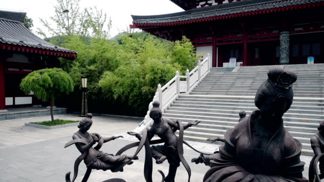 statues of ancient chinese mythological characters in temple,xi'an,china. - 利他主義点の映像素材/bロール