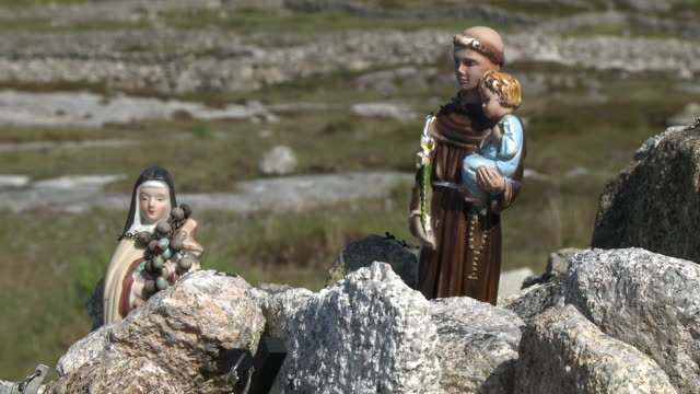 statues of nun and friar - nun stock videos & royalty-free footage