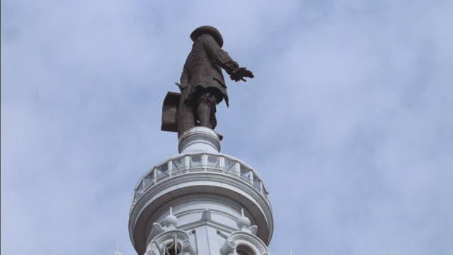 a statues of william penn sits on philadelphiaõs city hall. - william penn stock videos & royalty-free footage