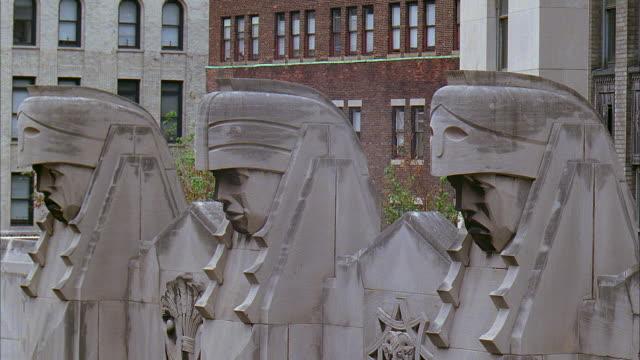 cu statues on city bank-farmers trust company building at 20 exchange place / manhattan, new york, new york, usa - アールデコ点の映像素材/bロール