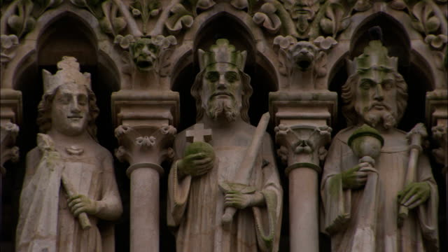 statues on the amiens cathedral depict catholic saints. - cattolicesimo video stock e b–roll