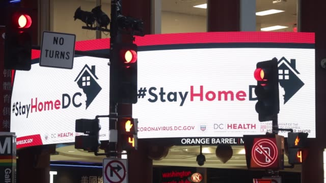 vídeos de stock, filmes e b-roll de stay at home message is shown on jumbotrons in chinatown april 1 2020 in washington dc the district of columbia has joined other states and... - maryland estado