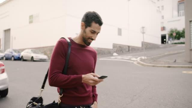 vidéos et rushes de restez connecté partout - téléphone équipement de télécommunication