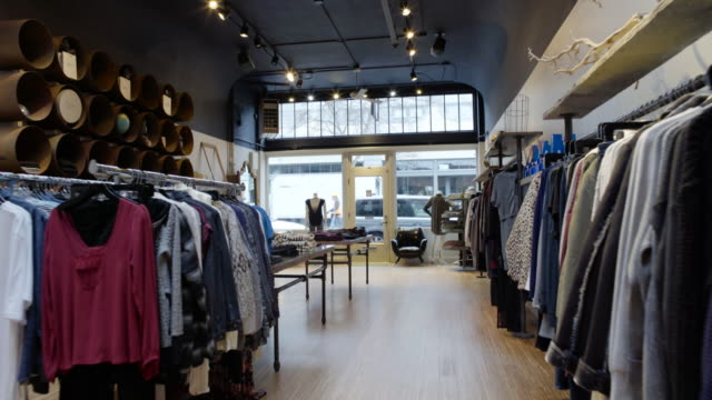 stockvideo's en b-roll-footage met steadicam shot of a clothing shop during daytime - kleding