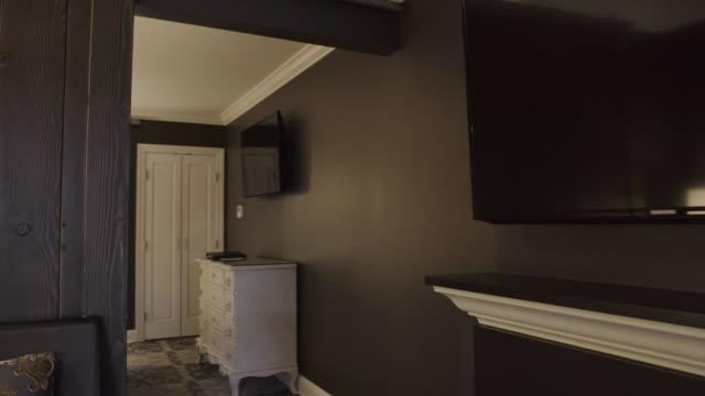 stockvideo's en b-roll-footage met steadicam shot of an elegant apartment - dubbel bed