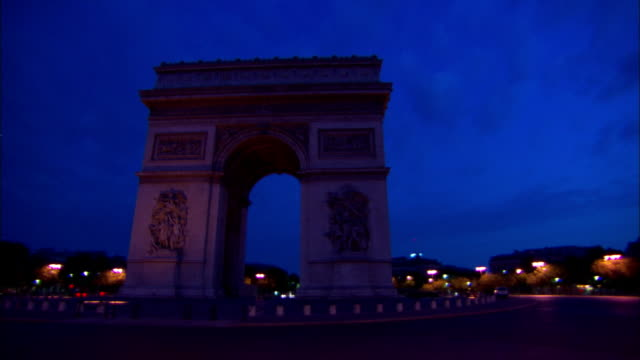 pov steadicam - the arc de triomphe stands at the center of the place charles de gaul in paris, france. / paris, france - レリーフ点の映像素材/bロール