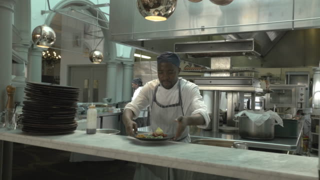ms steadycam_chefs preparing food in open kitchen at restaurant - commercial kitchen stock videos & royalty-free footage