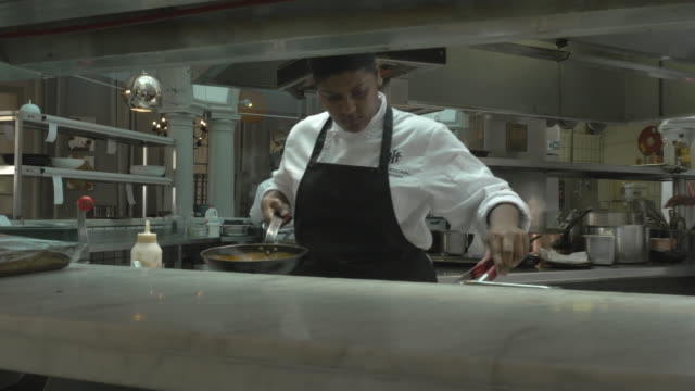 MS STEADYCAM_Chefs preparing food in open kitchen at restaurant