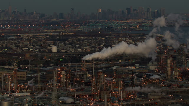 steam billows from smokestacks in an industrial section of the city of new york. - kraftwerk stock-videos und b-roll-filmmaterial