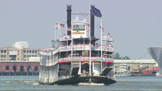 ws steam boat crusise on river / new orleans, louisiana, united states - river mississippi stock videos & royalty-free footage