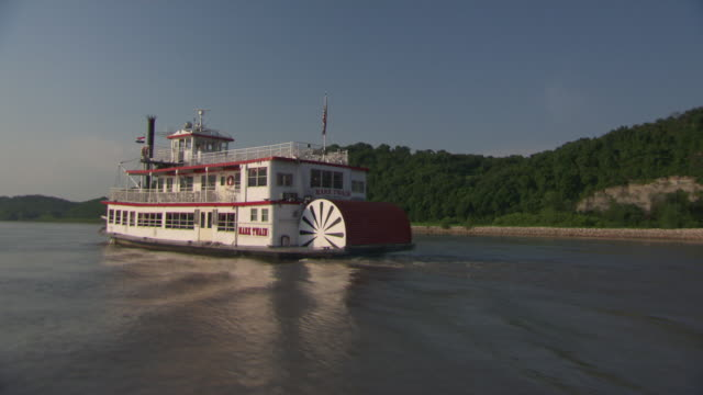 ws pov steam boat moving in hannibal mississippi river / hannibal, missouri, united states - river mississippi stock videos & royalty-free footage