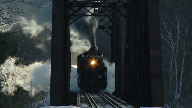 ms steam engine 7470 crossing bridge, bartlett, new hampshire, usa - 以前の点の映像素材/bロール