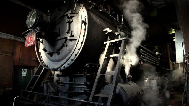 cu steam engine 7470 in roundhouse, north conway, new hampshire, usa - 1920 video stock e b–roll